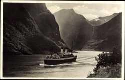Postcard Norwegen, M.S. Monte Olivia in der Naerobucht, Norwegischer Fjord, Dampfer
