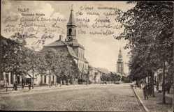Ak Tilsit Ostpreußen, Blick in die Deutsche Straße, Kirchturm, Passanten