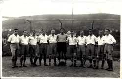 Foto Ak Fußballmannschaft vor dem Tor, WSU, Warendorfer Sport Union, Trikots