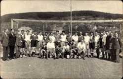 Foto Ak Fußballmannschaft, Gruppenfoto, II. Mannschaft Carlshafen, Schwarz weiß