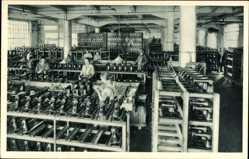 Postcard Wittenberge in der Prignitz, Singer Nähmaschinen, Lackierabteilung