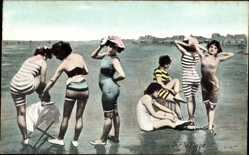 Ak Frankreich, Sur la Plage, Frauen in Badekleidern am Strand
