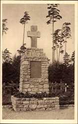 Postcard Mitau Lettland, Partie am Ehrenfriedhof, Blick auf Kriegerdenkmal