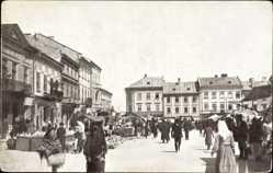 Postcard Tarnopol Ukraine, Rynek, Blick auf den Marktplatz, Passanten, Häuser