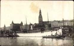 Foto Ak Riga Lettland, Salondampfer Osilia, Blick auf den Ort vom Fluss aus