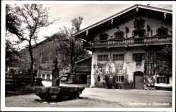 Postcard Oberaudorf im Kreis Rosenheim Oberbayern, Blick auf den Dorfbrunnen, Haus