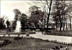 Postcard Gräfenhainichen im Kreis Wittenberg, Park der Freundschaft, Springbrunnen