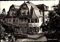 Postcard Jonsdorf Zittauer Gebirge in Sachsen, Blick auf das Kurhaus, Straße