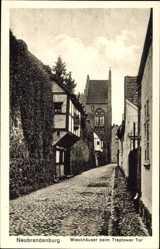 Postcard Neubrandenburg in Mecklenburg Vorpommern, Wieckhäuser beim Treptower Tor