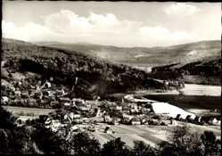 Postcard Wilhelmshausen Fuldatal, Blick auf den Ort, Häuser, Waldlandschaft