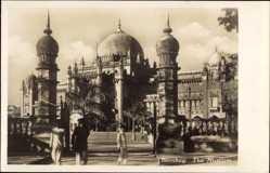 Ak Mumbai Bombay Indien, The Museum, Straßenpartie, Inder, Kuppeldach