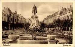 Postcard Szekszard Ungarn, Garay ter, Denkmal, Straßenpartie, Teich