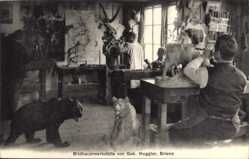 Postcard Brienz Kt. Bern Schweiz, Bildhauerwerkstätte von Geb. Huggler, Bären