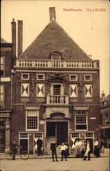 Postcard Haarlem Nordholland Niederlande, Hoofdwacht, Gebäude, Anwohner
