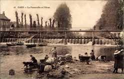 Ak Caen Calvados, La Passerelle et l'Orne, Waschfrauen am Wehr