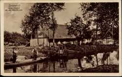 Ak Spreewald, Altes Gehöft an der Dorfstraße, Gondeln
