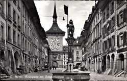 Postcard Bern Stadt Schweiz, Kramgasse mit Zeitglockenturm, Brunnen, Denkmal