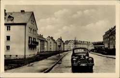 Postcard Johanngeorgenstadt im Erzgebirge Sachsen, Straßenpartie, Auto, FA 27 18