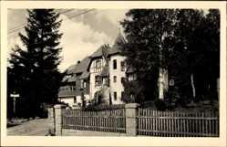 Foto Ak Schierke Wernigerode, Straßenpartie mit Blick auf ein Haus