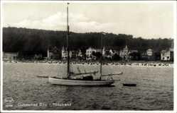 Ak Binz auf Rügen, Ostseebad, Blick vom Wasser auf den Südstrand, Segelboot
