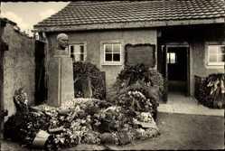 Postcard Buchenwald b. Weimar ,ehemaliges KZ, Krematorium, Kranz, Büste