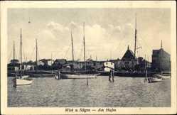 Postcard Wiek auf der Insel Rügen, Hafenpartie mit Uferpartie