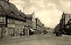 Postcard Bützow im Kreis Rostock, Wilhelm Pieck Straße, Deutsches Haus, Auto