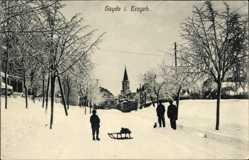 Postcard Sayda im Erzgebirge, Straßenpartie im Winter, Schlitten, Kirchturm