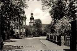 Postcard Neukirchen an der Pleiße, Straßenpartie mit Blick auf Rathaus und Kirche