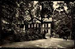 Postcard Crimmitschau Kreis Zwickau, Blick auf das Forsthaus am Sahnpark