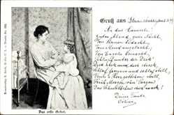 Künstler Ak Das erste Gebet, Frau mit Kind auf dem Schoß