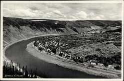 Postcard Ernst an der Mosel, Flusspartie mit Ortschaft und Landschaft