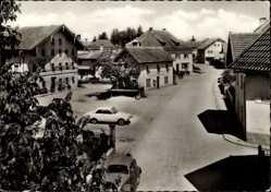Postcard Fridolfing Oberbayern, Straßenpartie im Ort, Pension, Autos, Häuser