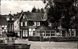Postcard Wiehl im Oberbergischen Kreis, Rathausbrunnen und Hotel Platte