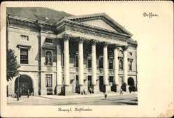 Postcard Dessau in Sachsen Anhalt, Straßenpartie mit Blick auf das Hoftheater