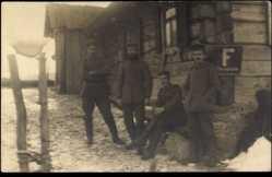 Foto Ak Medeniken Litauen, Soldaten, Hütte,Fernsprecher