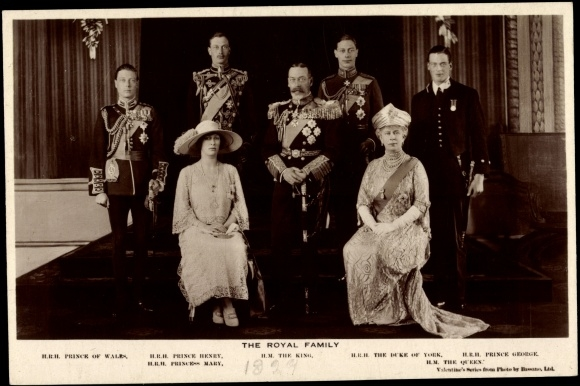 Ansichtskarte / Postkarte The Royal Family, König Georg V., Maria von Teck, Prince of Wales