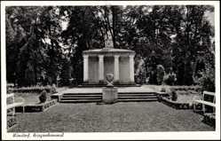 Postcard Wunstorf Niedersachsen, Blick auf das Kriegerehrenmal