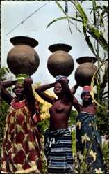 Ansichtskarte / Postkarte L'Afrique en Couleurs, Porteuses d'eau, Wasserträgerinnen, Brüste, Afrika
