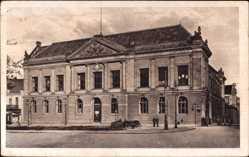 Ak Poznań Posen, Straßenpartie am Museum, Muzeum, Passanten