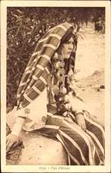 Postcard Type d'Orient, Portrait einer sitzenden jungen Frau, Schmuck, Maghreb
