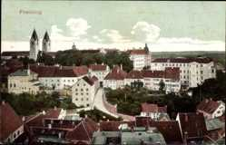 Postcard Freising in Oberbayern, Teilansicht der Ortschaft, Kirche, Straßenpartie