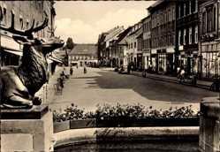 Ansichtskarte / Postkarte Großenhain, Blick zum Karl Marx Platz, Frauenmarkt, Hirsch, Passanten
