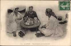 Postcard Algerien, Mauresques prenant le cafe, Collection Idéale P.S. 161