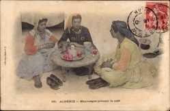 Ak Algerien, Mauresque prenant le cafe, drei Frauen, Collection Idéale P.S. 161