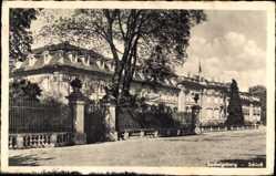 Postcard Ludwigsburg in Baden Württemberg, Partie am Schloß, Zäune, Bäume