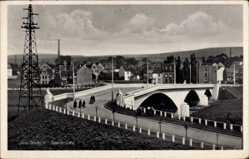 Postcard Saarlouis im Saarland, Blick auf die Saarbrücke mit Ortschaft