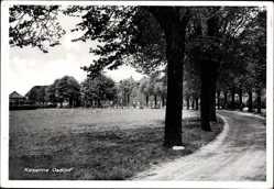Ak Hamburg Altona Osdorf, Straßenpartie mit Blick auf die Kaserne