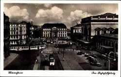 Postcard Mannheim in Baden Württemberg, Straßenbahn passiert den Bahnhofsplatz