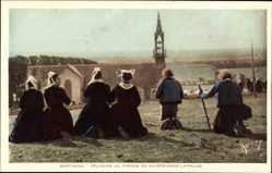 Ak Bretagne, Pelerins au Pardon de Sainte Anne la Palud, Tracht, Gebet